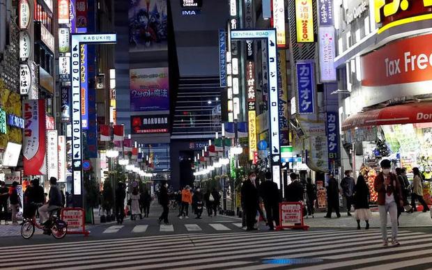 Tokyo dỡ bỏ cảnh báo, chuyển sang giai đoạn 3 nới lỏng hạn chế xã hội - Ảnh 1.