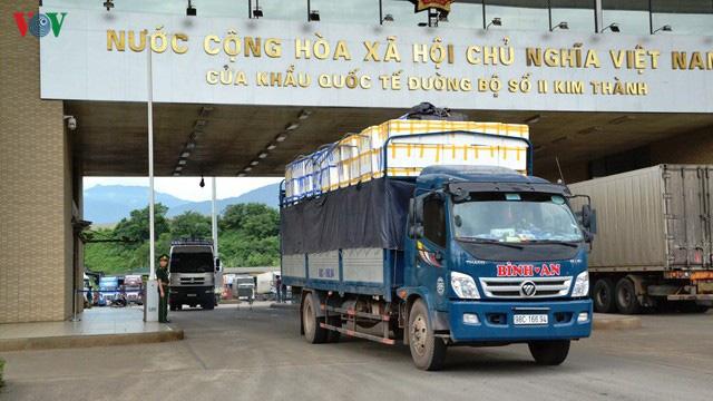 Vải tươi được đặc cách khi xuất qua cửa khẩu Lào Cai  - Ảnh 1.