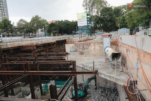 Flycam cận cảnh nhà ga ngầm trung tâm Bến Thành, công trình phức tạp nhất vì kết nối 4 tuyến Metro ở Sài Gòn - Ảnh 14.