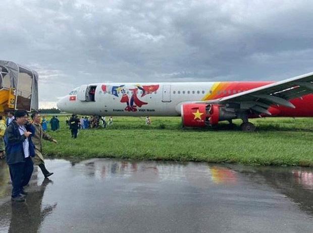 Trích xuất dữ liệu hộp đenvụ máy bay Vietjet trượt khỏi đường băng Tân Sơn Nhất - Ảnh 2.