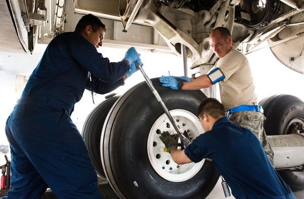 Những điều không phải ai cũng biết về lốp máy bay - Ảnh 10.