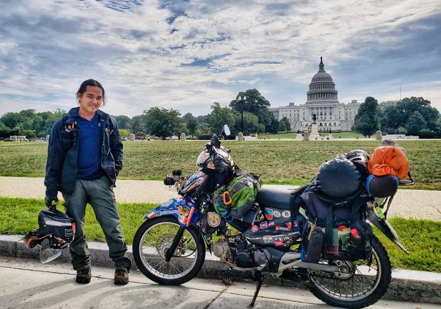 Phượt thủ Đăng Khoa đi khắp thế giới bằng xe máy trong 3 năm vừa về Việt Nam đã đến thẳng khu cách ly ở Hưng Yên - Ảnh 1.