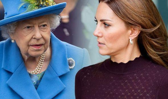 Công nương Kate đang chịu sự theo dõi chặt chẽ của gia đình nhà chồng, nhất là Nữ hoàng Anh, chỉ vì việc làm của Meghan Markle - Ảnh 1.