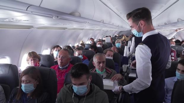 Hàng không thời Covid-19: Đây là trải nghiệm trên các chuyến bay lớn nhất châu Âu ngay lúc này - Ảnh 2.