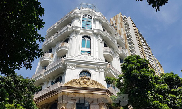 Nở rộ công trình cung điện, lâu đài tự hợp thửa đất liền kề ở Hà Nội  - Ảnh 4.