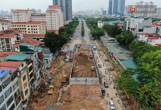Cận cảnh cầu vượt dầm thép nối liền 3 quận nội thành Hà Nội đang gấp rút thi công - Ảnh 2.