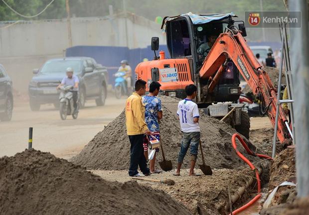 Cận cảnh cầu vượt dầm thép nối liền 3 quận nội thành Hà Nội đang gấp rút thi công - Ảnh 12.