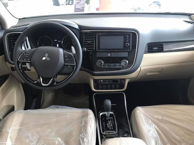 Đại lý xả kho Mitsubishi Outlander 2.4 giảm gần 150 triệu đồng: Giá thấp chưa từng có, động cơ 2.4L, dẫn động bốn bánh  - Ảnh 3.