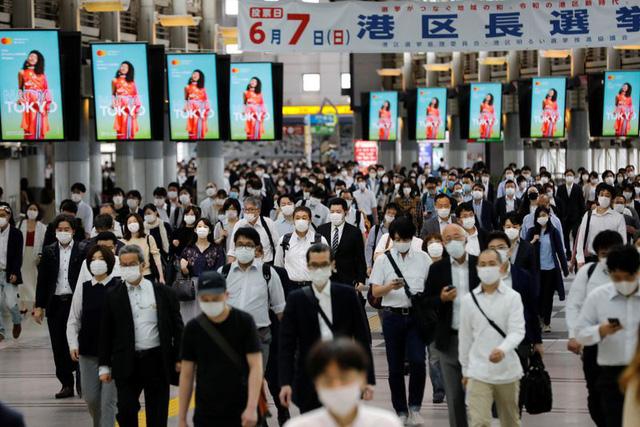 Nhật Bản dự định sẽ cấm dùng điện thoại trong khi đi bộ trên đường - Ảnh 3.