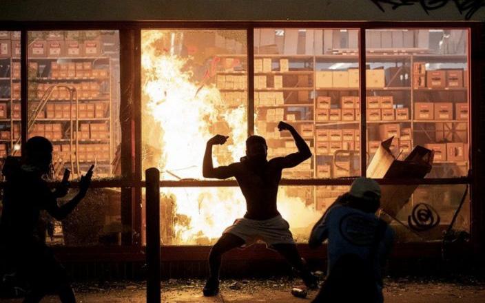 """""""Làm ơn, tôi không có bảo hiểm"""": Câu chuyện buồn của các chủ cửa hiệu giữa làn sóng biểu tình tại Mỹ"""