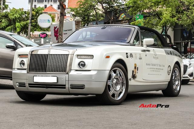 Xem tài xế của ông Đặng Lê Nguyên Vũ đỗ Rolls-Royce dài gần 6 mét vào chỗ hẹp - Ảnh 4.