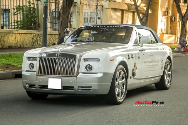 Xem tài xế của ông Đặng Lê Nguyên Vũ đỗ Rolls-Royce dài gần 6 mét vào chỗ hẹp - Ảnh 5.