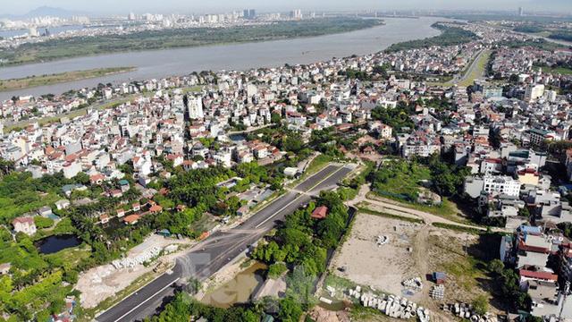 Nhìn gần con đường nghìn tỷ ở trung tâm Hà Nội sau hai năm làm được vài trăm mét  - Ảnh 1.