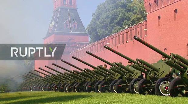 Mãn nhãn với màn duyệt binh hoành tráng nước Nga mừng 75 năm chiến thắng Thế chiến II: 14.000 binh sĩ, 234 khí tài cơ giới và 75 máy bay - Ảnh 14.