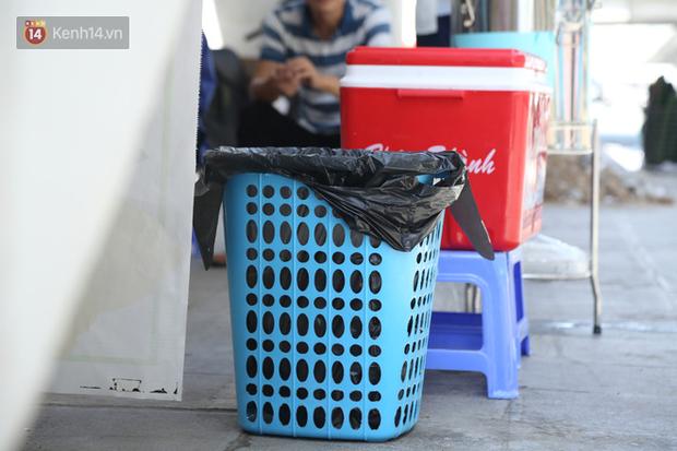 Hà Nội: Giữa nắng nóng kinh hoàng, có 1 quán trà chanh với khăn lạnh miễn phí giúp người lao động nghèo giải nhiệt sau giờ lao động vất vả - Ảnh 15.