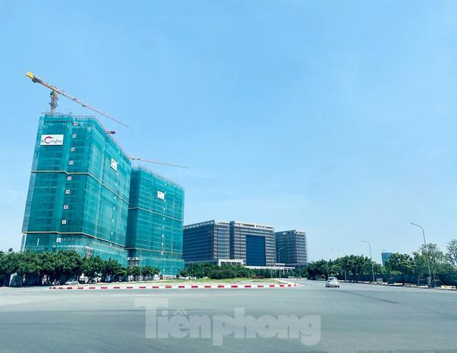 Nắng 50 độ C, đường Hà Nội vắng như chùa bà đanh  - Ảnh 10.