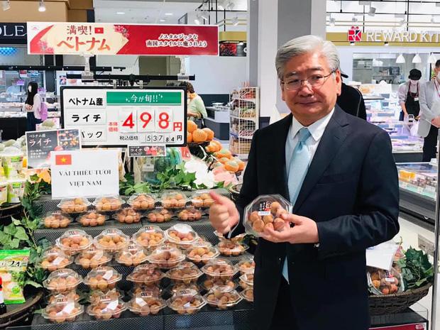 Vải thiều Việt Nam được đóng hộp như tổ yến khi bán tại Nhật, 650k chỉ mua được 1 hộp 12 quả  - Ảnh 2.