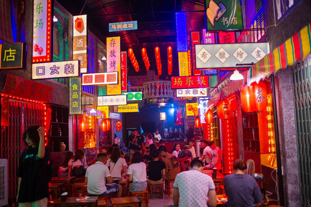 Nở rộ mô hình du lịch Hong Kong với chi phí 15.000 đồng  - Ảnh 2.