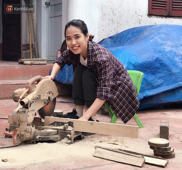 """Bỏ công việc 30 triệu/tháng, mẹ trẻ về làm nghề thợ mộc để """"khắc tiếp ước mơ của bố"""" - Ảnh 1."""