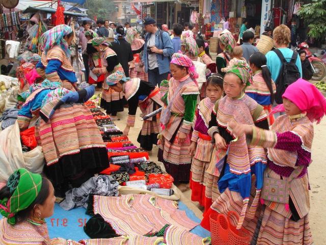 Blogger du lịch Khoai Lang Thang: Cảnh đẹp của Việt Nam không thua kém Thái Lan, Hàn Quốc, Bali...nhưng chúng ta chưa mang người dân địa phương vào chuỗi cung cấp du lịch - Ảnh 2.