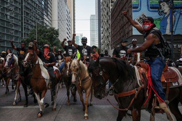 Toàn cảnh nước Mỹ bước vào đêm thứ 8 không ngủ: Làn sóng biểu tình tiếp tục đòi công bằng cho George Floyd và kêu gọi người da đen đáng được sống - Ảnh 20.