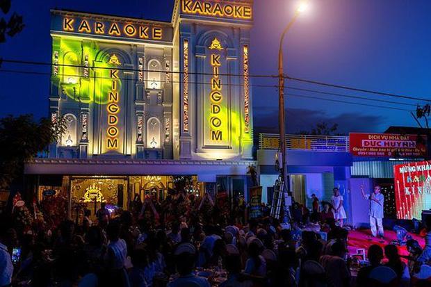 Nhiều quán karaoke xin được hoạt động trở lại sau 3 tháng đóng cửa, kiệt sức vì chi phí duy trì quá lớn - Ảnh 3.