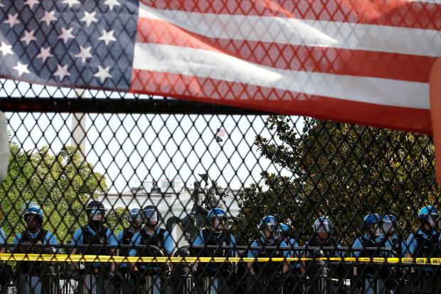 Toàn cảnh nước Mỹ bước vào đêm thứ 8 không ngủ: Làn sóng biểu tình tiếp tục đòi công bằng cho George Floyd và kêu gọi người da đen đáng được sống - Ảnh 6.