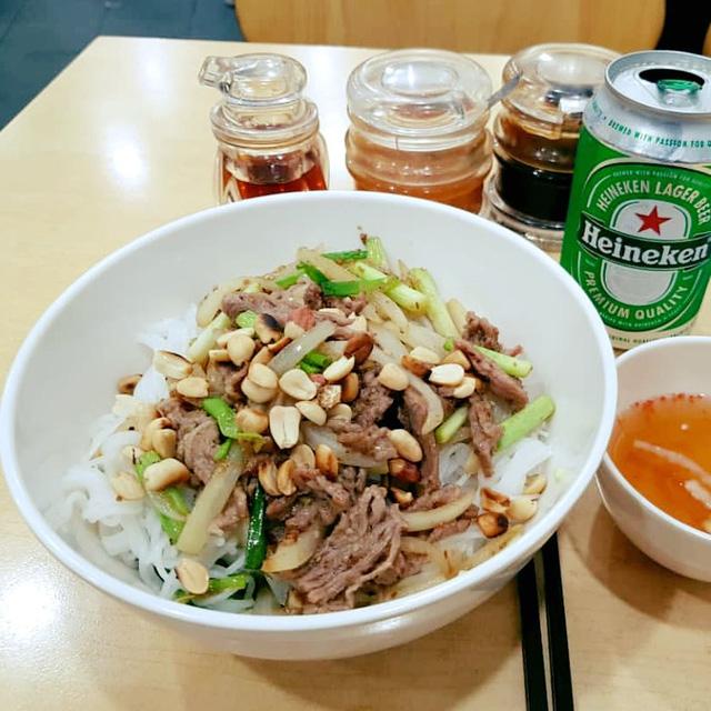 Số phận của những quán ăn Việt sau khi được các Tổng thống Mỹ ghé thăm đều thay đổi đến bất ngờ, nhưng gây tranh cãi nhất là hàng bún chả Obama - Ảnh 11.