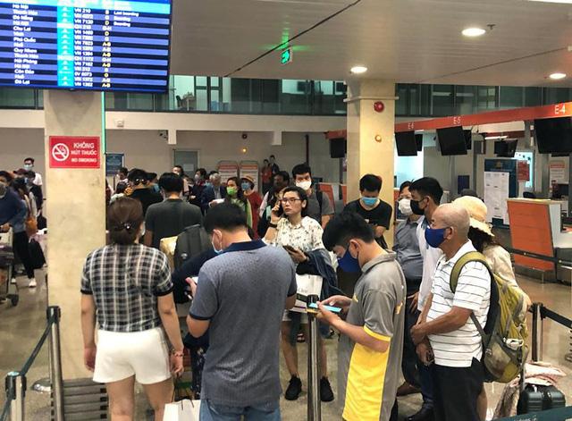 Nhịp sống hồi phục hậu COVID-19: Nhìn từ 2 sân bay lớn nhất Việt Nam - Ảnh 2.