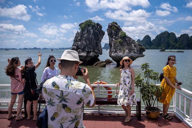 Bloomberg: Việt Nam là một cái tên nổi bật rõ ràng về sự phục hồi du lịch - Ảnh 2.