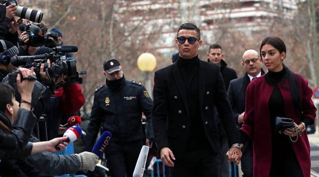Cris Ronaldo: Tỷ phú bóng đá đầu tiên trên thế giới - Ảnh 2.