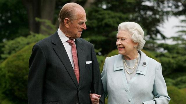 Chỉ khác nhau cách phò tá cho chồng mà Công nương Kate và Meghan Markle có số phận trái ngược nhau một trời một vực ở hoàng gia Anh - Ảnh 1.