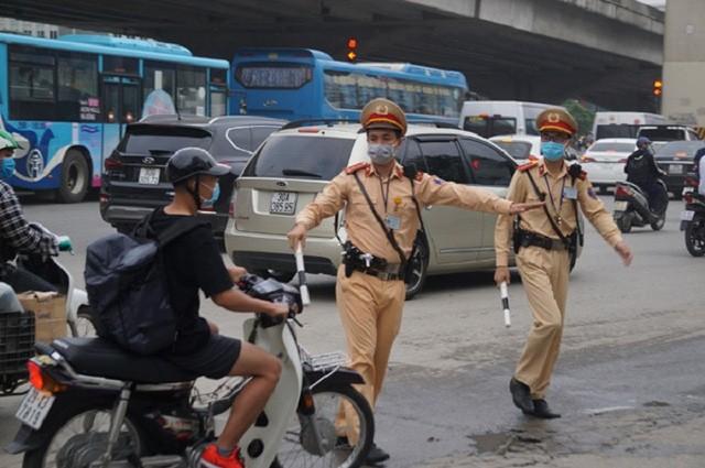 Từ 5/8/2020, khi kiểm soát tại một điểm, Cảnh sát giao thông phải chọn chỗ không che khuất tầm nhìn - Ảnh 1.