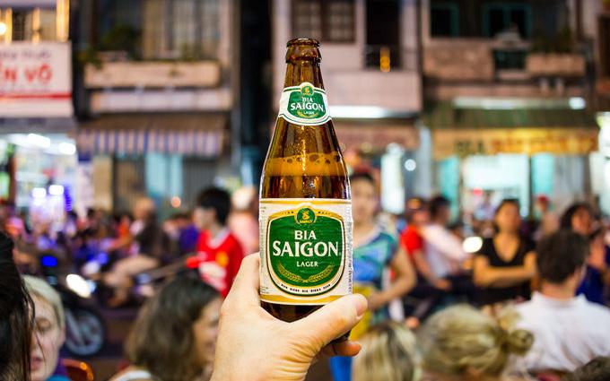 Đại gia ngành bia Sabeco đang cố gắng thoát khỏi những 'gọng kìm' như thế nào?