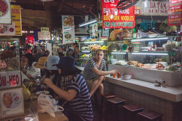 Có một chợ đêm Bến Thành buồn đến nao lòng: Khách Việt còn không có chứ nói chi khách nước ngoài - Ảnh 1.