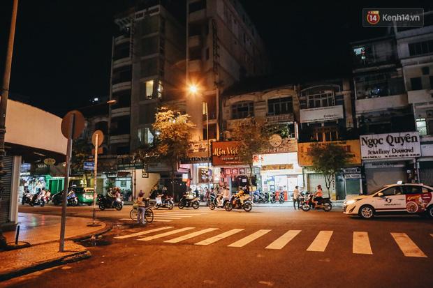 Có một chợ đêm Bến Thành buồn đến nao lòng: Khách Việt còn không có chứ nói chi khách nước ngoài - Ảnh 20.