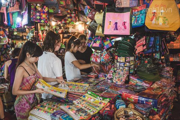 Có một chợ đêm Bến Thành buồn đến nao lòng: Khách Việt còn không có chứ nói chi khách nước ngoài - Ảnh 2.