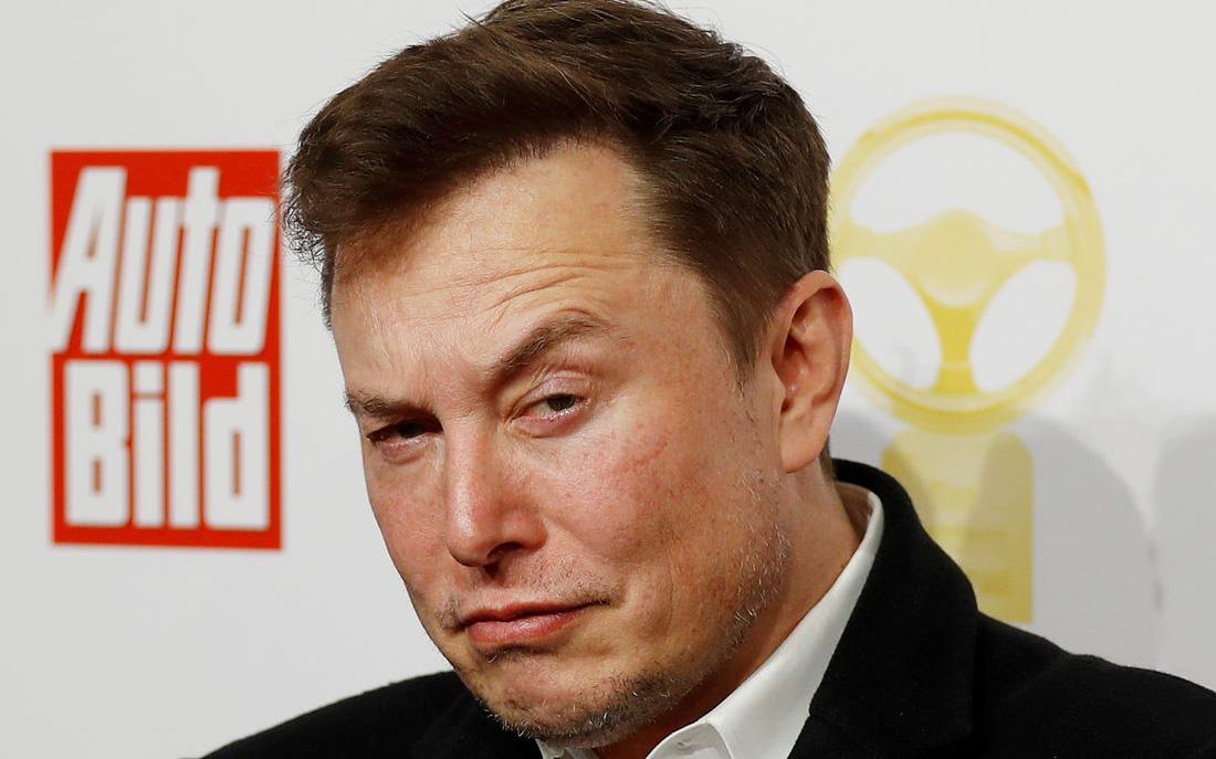 Elon Musk chính thức giàu hơn Warren Buffett