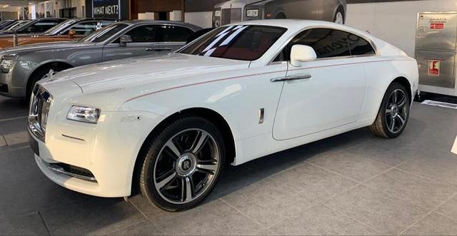 Rolls-Royce Wraith lướt tại Dubai được chào bán hơn 9 tỷ khi về Việt Nam - Xe siêu sang giá mềm cho giới nhà giàu - Ảnh 1.