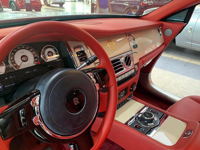 Rolls-Royce Wraith lướt tại Dubai được chào bán hơn 9 tỷ khi về Việt Nam - Xe siêu sang giá mềm cho giới nhà giàu - Ảnh 3.