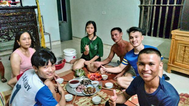 Nghỉ công việc lương 8 triệu, lên đường đi bộ xuyên Việt với 0 đồng, chàng trai Gia Lai quyên được 127 triệu đồng cho trẻ vùng cao - Ảnh 2.