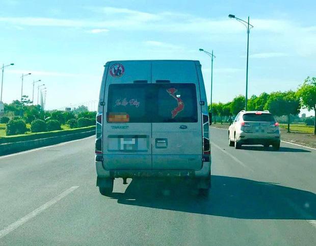 Ô tô, xe máy dán bản đồ Việt Nam thiếu Hoàng Sa, Trường Sa sẽ bị xử nghiêm - Ảnh 1.