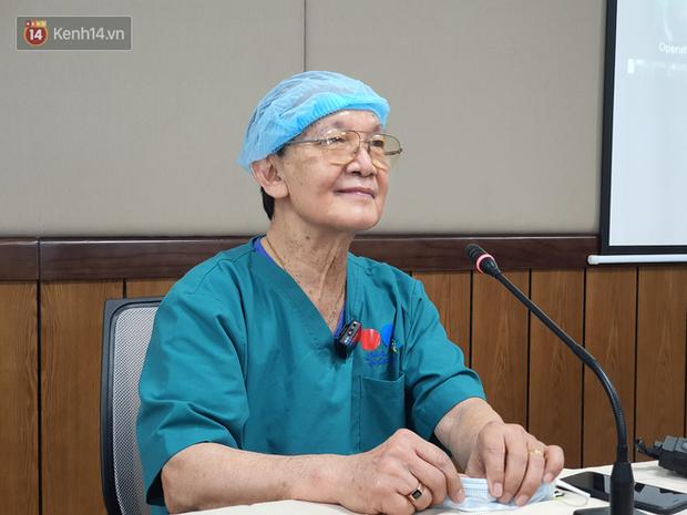 Bác sĩ mổ tách cặp song sinh Việt - Đức 32 năm trước: Dù rất khó khăn nhưng nếu ai ở trong vị trí của tôi đều cảm thấy hạnh phúc - Ảnh 1.