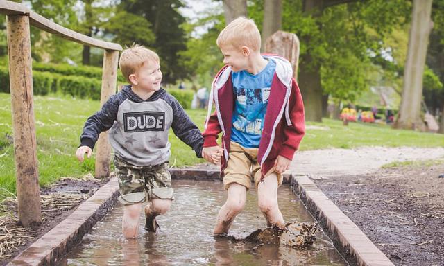 Hé lộ bí mật giúp người Hà Lan nuôi dạy thành công những đứa trẻ hạnh phúc, có điều còn đi ngược lại với suy nghĩ của cả thế giới  - Ảnh 1.