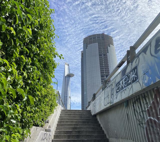 Cận cảnh cao ốc đắp chiếu, làm xấu bộ mặt trung tâm Sài Gòn  - Ảnh 12.