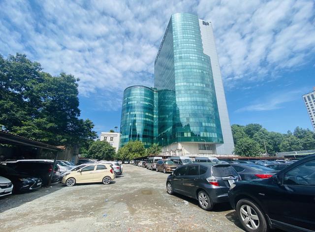 Cận cảnh cao ốc đắp chiếu, làm xấu bộ mặt trung tâm Sài Gòn  - Ảnh 17.