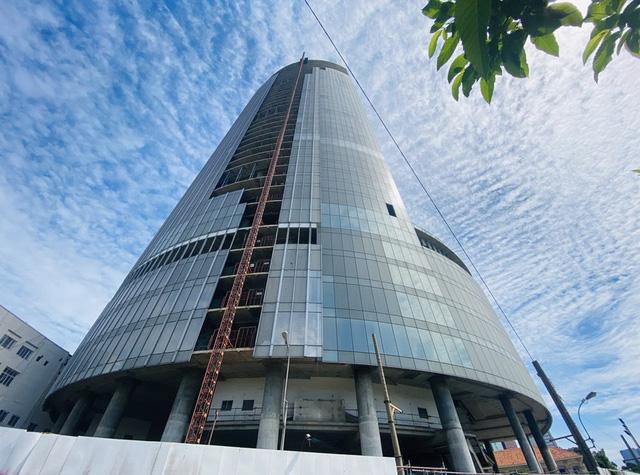 Cận cảnh cao ốc đắp chiếu, làm xấu bộ mặt trung tâm Sài Gòn  - Ảnh 3.