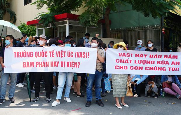 Nhiều phụ huynh trường Quốc tế Việt Úc sốc nặng khi nhận thư không thể tiếp tục tiếp nhận, dù học phí đã đóng đầy đủ và con đang học cuối cấp - Ảnh 3.