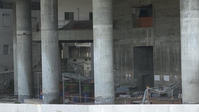 Cận cảnh cao ốc đắp chiếu, làm xấu bộ mặt trung tâm Sài Gòn  - Ảnh 10.