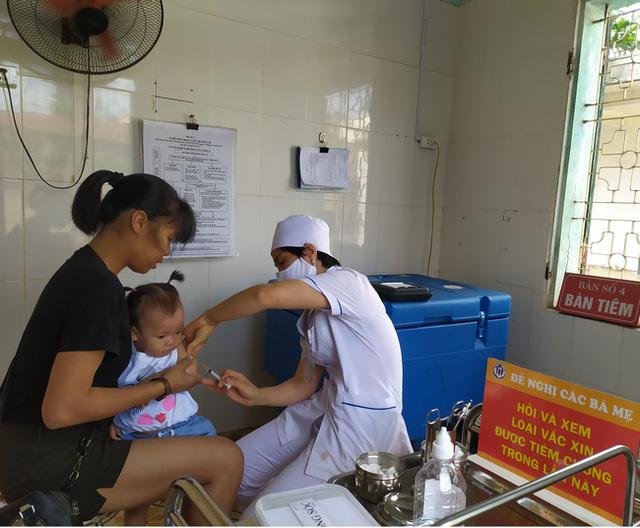 Số ca mắc tay chân miệng tăng lên 290-295 ca, sốt xuất huyết tăng lên 110-115 ca một tuần: Người dân cần thực hiện những việc sau để phòng bệnh  - Ảnh 1.